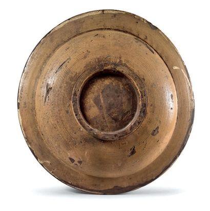 DERUTA Circa 1470 Grand plat rond, décor polychrome au centre des armes de la famille...