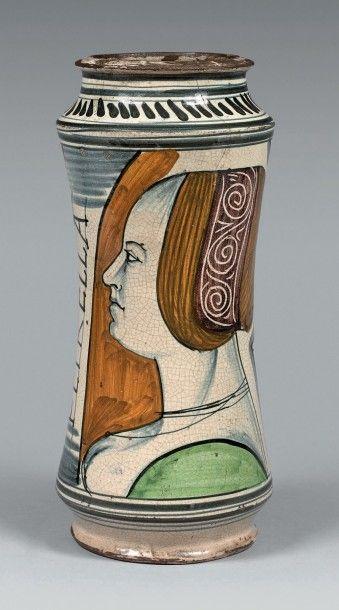 NAPLES Circa 1470 Grand albarello légèrement cintré, décor polychrome sur une face...