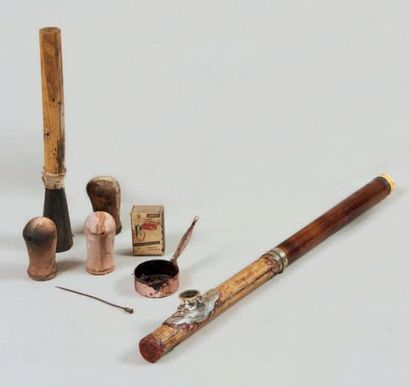 Pipe à opium en bambou et métal avec accessoires et petite poêle en fer (dont il...