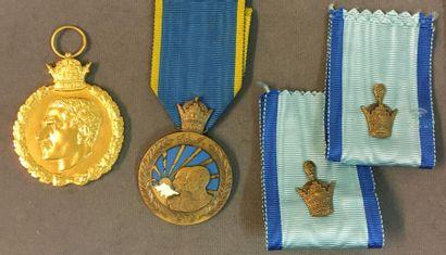 Lot de deux médailles: une médaille commémorative...