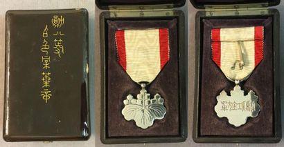 Japon - Ordre du Soleil Levant, insigne de...