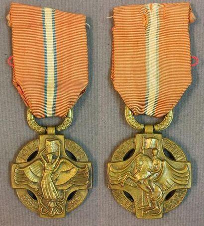 Tchécoslovaquie - Médaille révolutionnaire,...