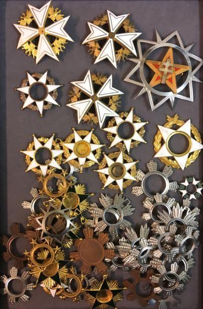 Divers, lot d'éléments de décorations inachevées dont: Jordanie, Malte fantaisie,...