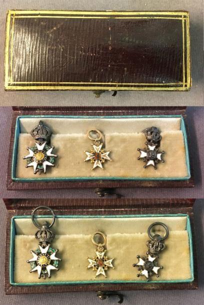 Restauration - Groupe de trois miniatures:...
