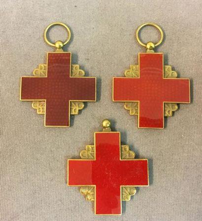 Croix-Rouge Française, lot de trois médailles...