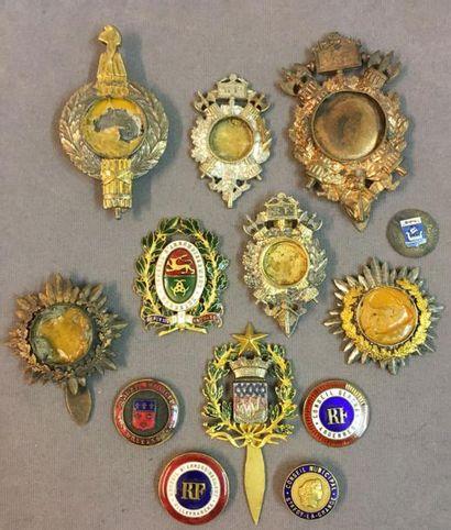 Lot d'insignes de fonction inachevés et de...
