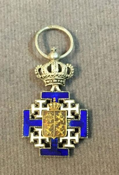 Famille de Lusignan, ordre de Mélusine, croix...