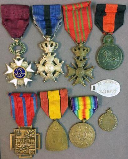 Belgique - Première guerre mondiale, groupe de sept décorations de taille ordonnance...
