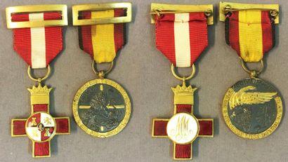Espagne - Ordre du Mérite Militaire, croix...