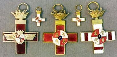 Espagne - Lot de trois croix d'époque Franco...