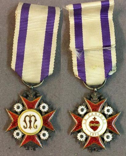 Espagne - Carlisme, ordre de la Charité, 1874, croix en argent et émail (éclat à...
