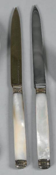 Ensemble en argent comprenant: douze couteaux...