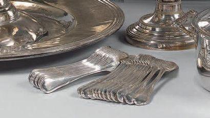 Ménagère en métal argenté, modèle filets...