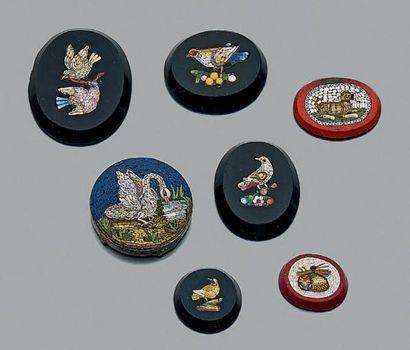 Lot de micro-mosaïques à décor d'oiseaux,...