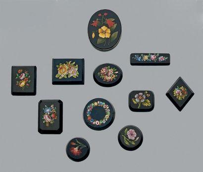 Lot de micro-mosaïques à décor de fleurs...