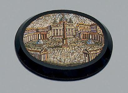 Micro-mosaïque de forme ovale représentant...