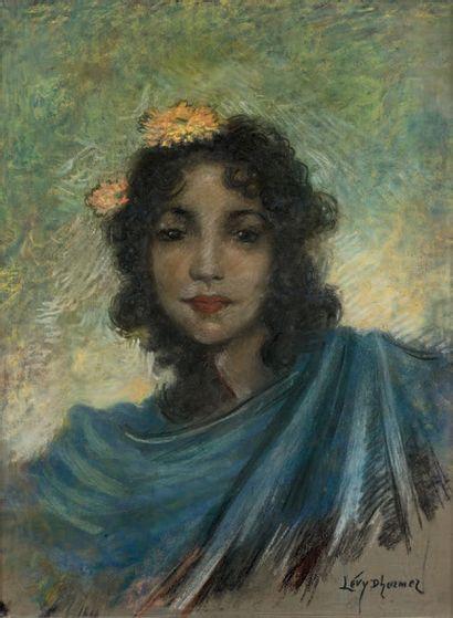 Lucien Levy-Dhurmer (1865-1953) Femme aux fleurs dans les cheveux Pastel, signé en...