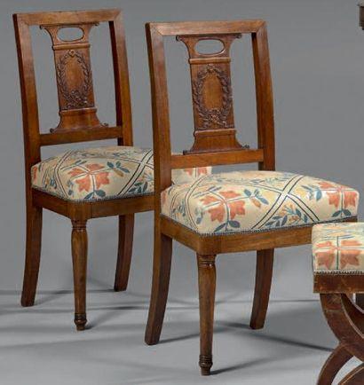 Paire de chaises en acajou et placage d'acajou...