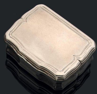 Boîte en argent uni de forme rectangulaire...