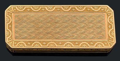 Boîte rectangulaire à pans coupés en or jaune...