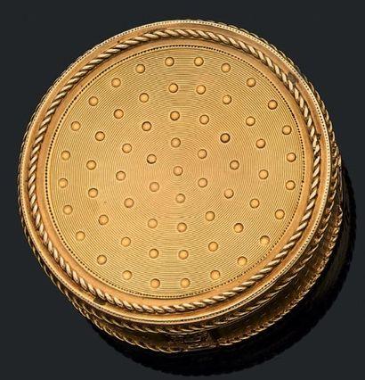 Boîte ronde en or jaune de trois tons, guilloché...