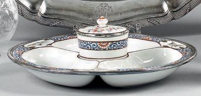 Plat à hors-d'oeuvre en porcelaine à décor...