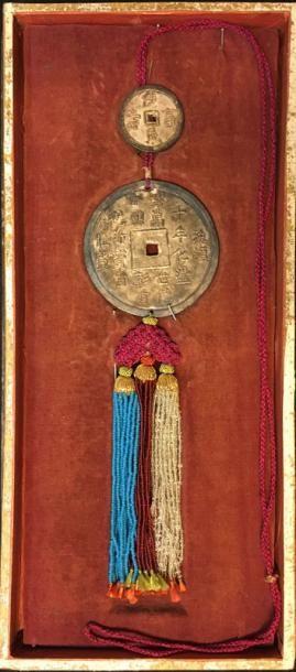 Ngan-Tien, groupe de deux monnaies de présentation,...