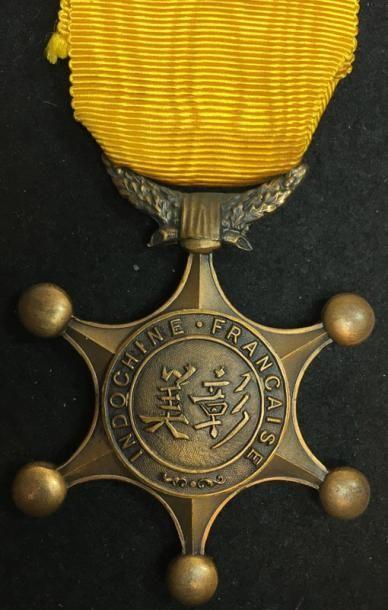 Ordre du Mérite Indochinois, fondé en 1900,...