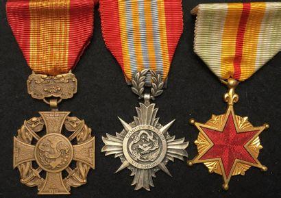 État du Vietnam - Lot de trois médailles...