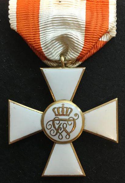 ROYAUME DE PRUSSE Ordre de l'Aigle rouge, croix de 3e classe, en or et émail, du...