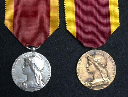 Médaille du Travail, créée en 1920, lot de...