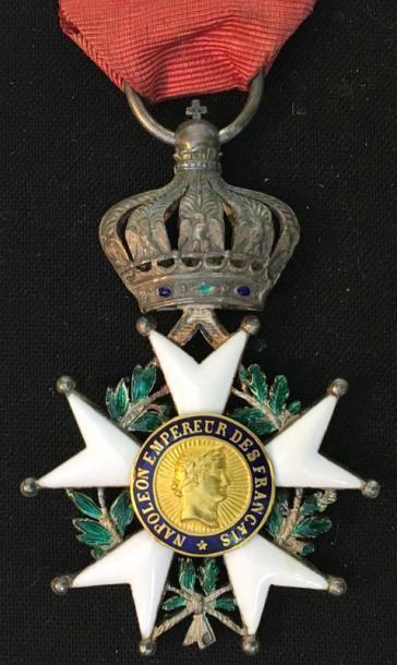 Second Empire, étoile de chevalier très légèrement...