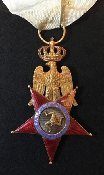 Bijou de commandeur du 2e type, en forme d'étoile à cinq branches orientée vers...