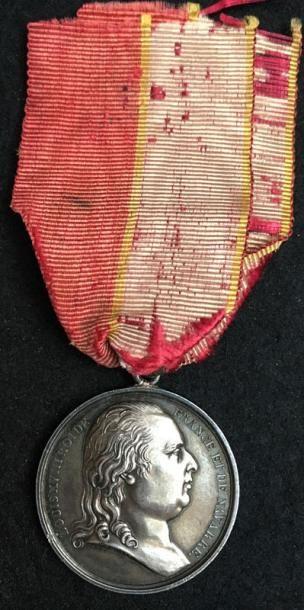 Médaille royaliste en argent au profil de...