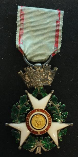 Croix de Juillet du modèle officiel en argent...