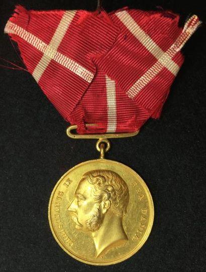 Médaille royale de récompense, créée en 1865,...