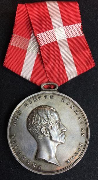 Médaille pour faits héroïques, créée en 1793,...