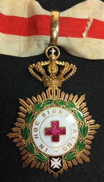 Médaille de la Croix-Rouge, créée en 1924,...