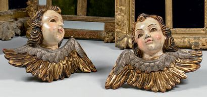 Deux têtes d'angelots en bois polychrome...