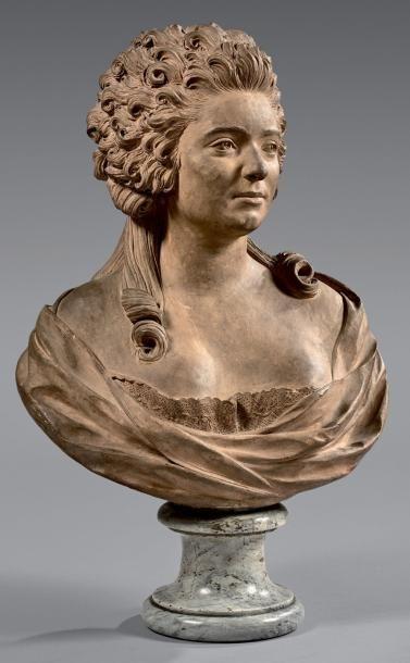 Buste de femme bouclée, coiffée de nattes,...