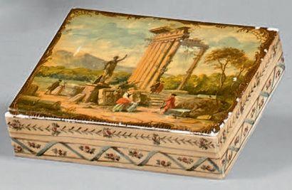 Boîte rectangulaire en ivoire ornée d'un...