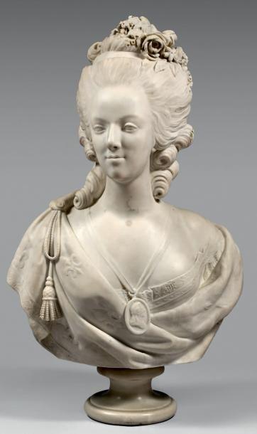 Buste de Marie-Antoinette coiffée de fleurs,...
