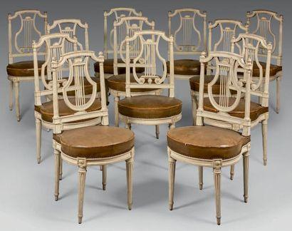 Suite de douze chaises à dossier lyre en...