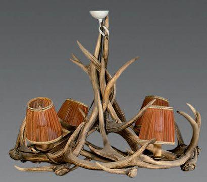 Lustre couronne en bois de cerf à quatre...