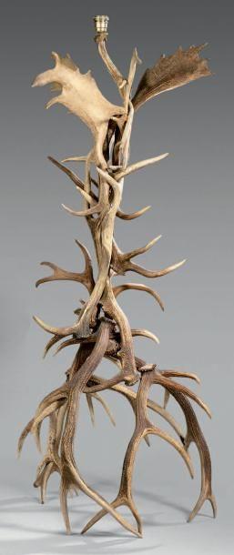Lampadaire en bois de cerf et bois de daim....