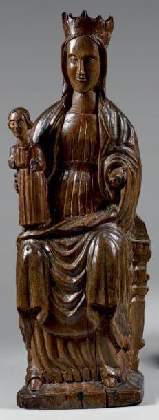 Statue de Vierge couronnée en Majesté en...