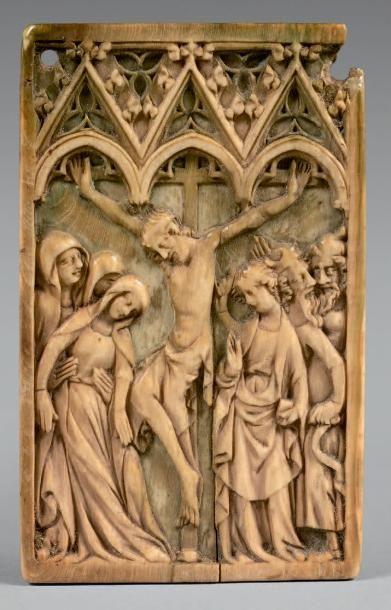 Plaquette en ivoire sculpté en bas-relief...