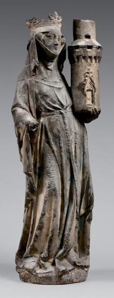 Statue en pierre calcaire noircie représentant...