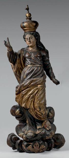 Statue en bois polychrome et doré représentant...