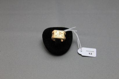 Bague chevalière en or jaune 750 millièmes, le centre monogrammé. Tour de doigt:...